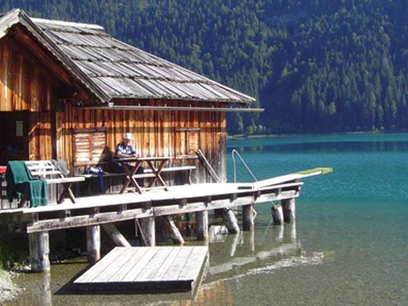 Am See mit Badesteg am Sonnenhof am Weissensee in Kärnten Urlaub am Bauernhof